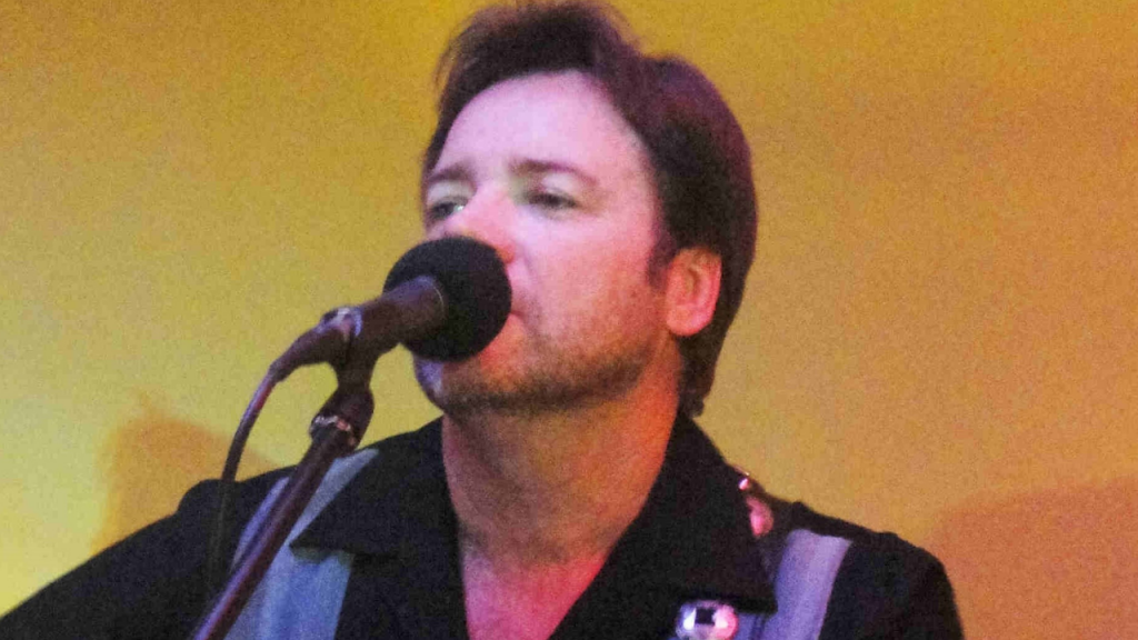 Michael Gant performing live at Gympie RSL