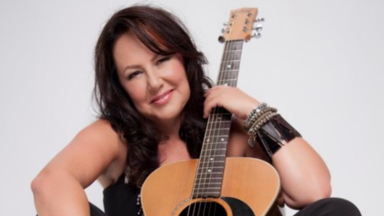 Janice Smithers performing at Gympie RSL